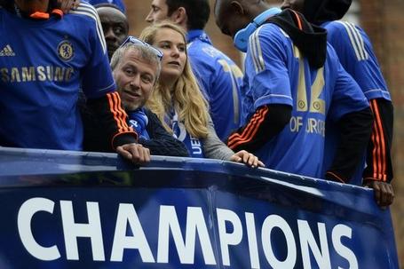 Chelsea_owner_roman_abramovich_on_the_team_bus_medium