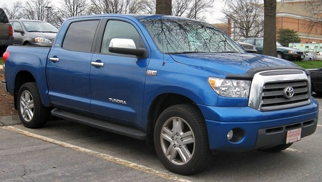 Toyota_tundra_crew_max_limited_medium