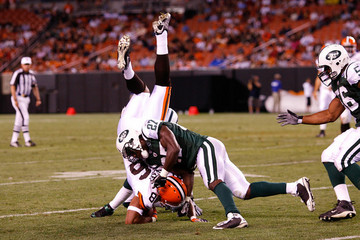 New_york_jets_v_cleveland_browns_xweyotv1ifam_medium