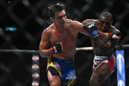 090_lyoto_machida_vs_phil_davis_gallery_post_medium