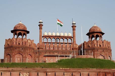 Flag-hoisting-redfort-india_medium