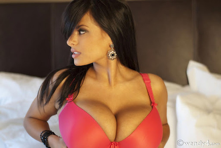 Wendy-combattente-big-tits-bra-other_medium
