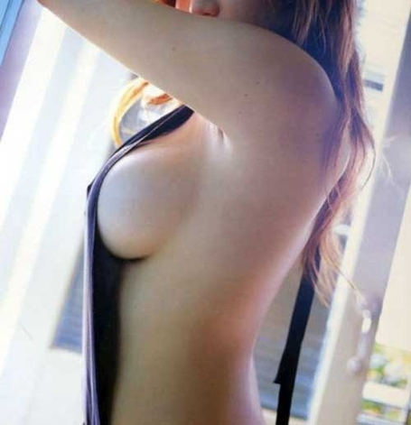 Awesome-sideboob_medium