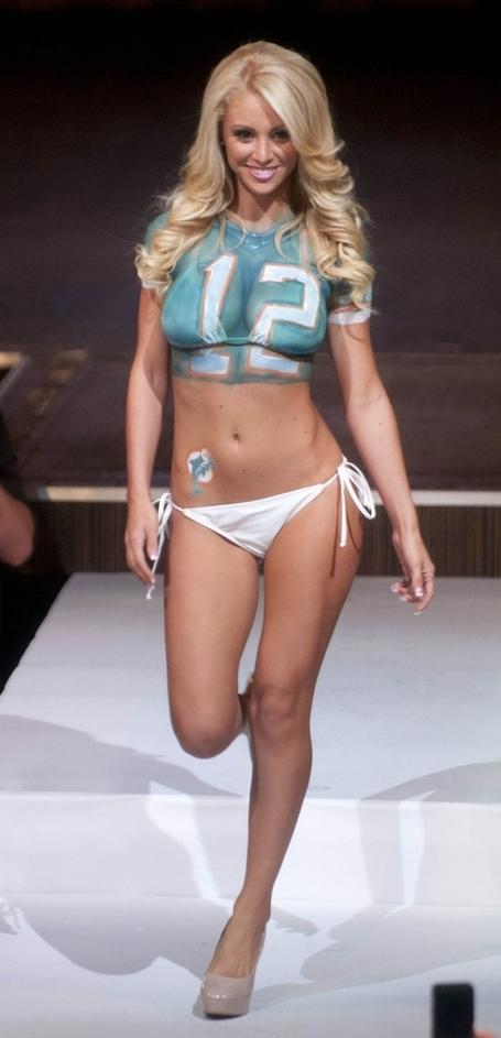 Miami-dolphins-cheerleader-2013-fashion-show--18-560x1161_medium