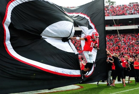 Hi-res-187544667-aaron-murray-of-the-georgia-bulldogs-takes-to-the-field_crop_north_medium