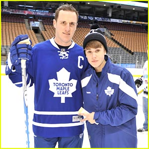 Justin-bieber-maple-leafs_medium