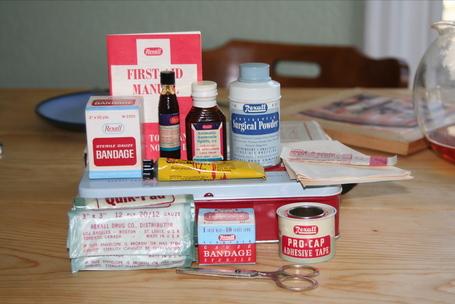 Old_rexalt_first_aid_kit_medium