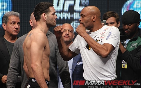 Chris-weidman-vs-anderson-silva-ufc-168_85901_medium