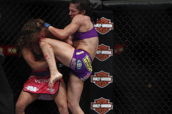 101_cat_zingano_vs_miesha_tate_9407