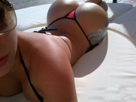 Loungin-big-booty-latina-1_medium