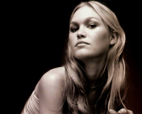 Julia-stiles-julia-stiles-199776_1280_1024_medium