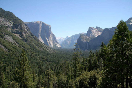 Yosemite_valley_approach_medium