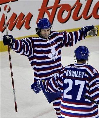 Capt_0917f15943e84f658909c7e7c3fee337_bruins_canadiens_hockey_gmh101_medium