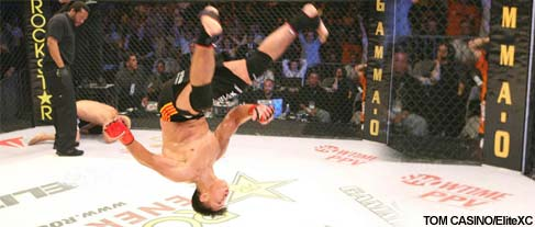 Strikeforce World Champ Cung Le