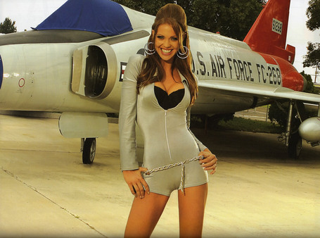 Smoking-hot-girl-with-usaf-fighter-jet_medium