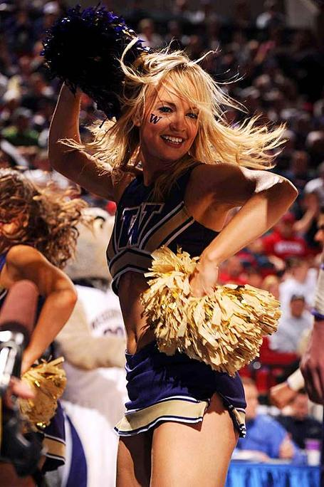 Washington-huskies-cheerleader_2810_29_medium