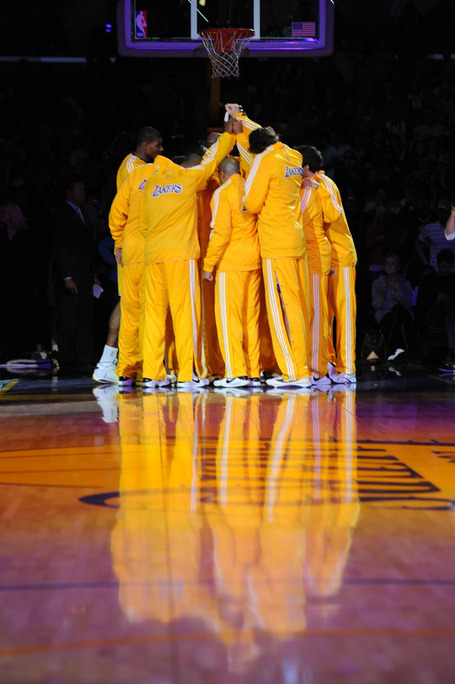 E592a3ff9dd199a8c00fb0483c50a9df-getty-90042977ng001_gsw_lakers_medium