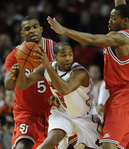 32653_st_johns_louisville_basketball_medium