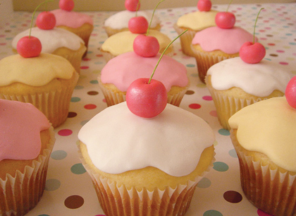 Hellonaomi_cupcakes_2_medium
