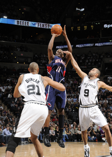 76477_atlanta_hawks_v_san_antonio_spurs_medium