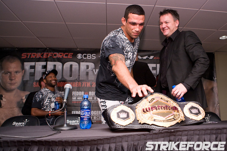 010_fabricio-werdum-tries-to-steal-belt_img_7723_medium