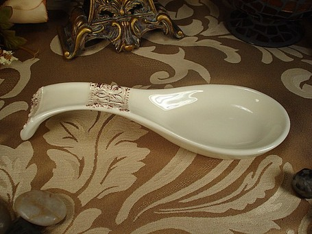 Dlusso_20c0651_20ceramic_20ivory_20spoon_20rest_20favor_medium
