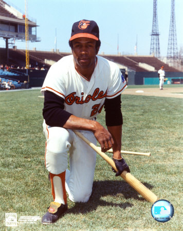 Frank-robinson--orioles--kneeling-with-bat_medium