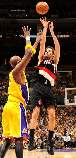 Rudy_fernandez_debut_shoots_lamar_odom_102809_medium