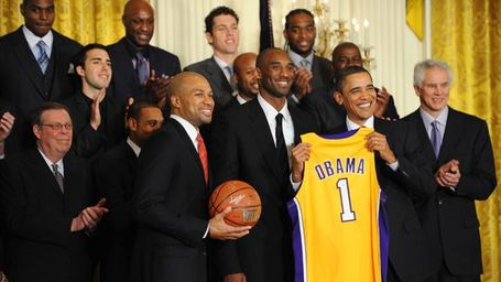 La_g_obama-lakers01_576_medium