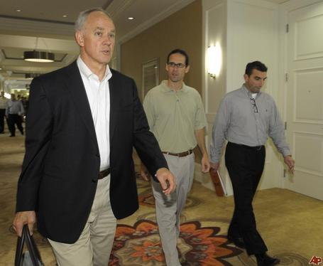 Sandy-alderson-paul-depodesta-j-p-ricciardi-2010-11-16-19-0-14_medium