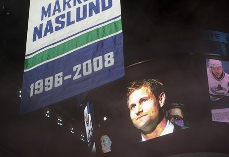 Markus_naslund_jersey_retirement_medium