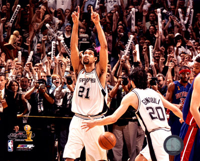 Aagr024tim-duncan-2005-nba-championship-celebration-4-posters_medium