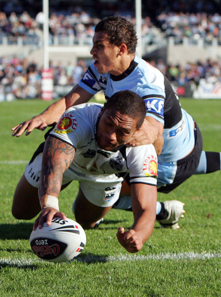 Warriors_manu_vatuvei_scores_a_try_against_the_sha_1598825975_medium