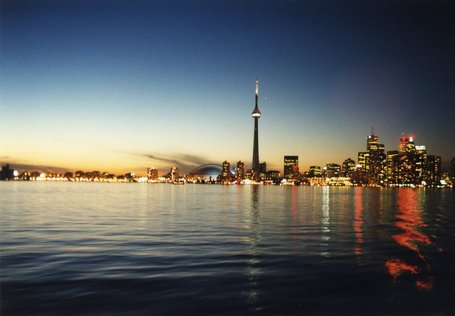 Toronto_skyline_at_dusk_medium