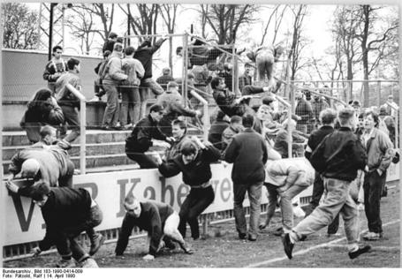 Bundesarchiv_bild_183-1990-0414-009_2c_fdgb-pokal_2c_1