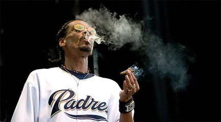 Snoop_dogg_at_the_coors_ampitheatre_san_diego_september_3_2004_crw_5093_medium