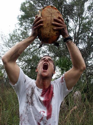 Bear_grylls_drinking_turtle_blood-14133_medium