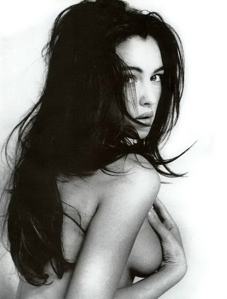 Monica-bellucci-1024x768-002-1_medium