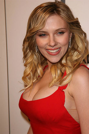 Scarlett-johansson-plastic-surgery2_medium