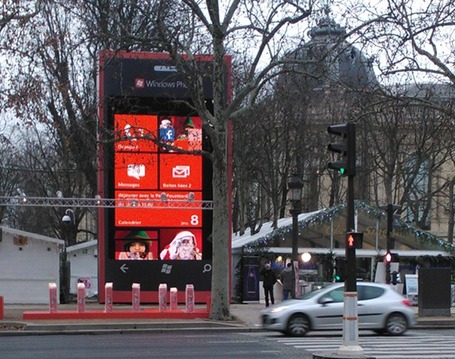 Wp7-geant-pere-noel-installation_medium