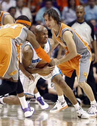 105329_hornets_suns_basketball_medium
