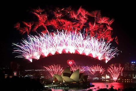 Sydney-new-years-eve-2010-sydney-tourist-events_medium