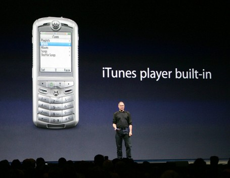 150752-apple-ceo-steve-jobs-introduces-the-rokr-the-worlds-first-mobile-phone_medium