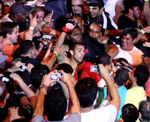 Jose-aldo-celebrates-win-with-crowd-zuffa-e1326676815151_medium