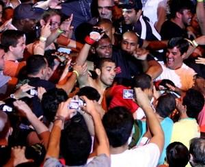 Jose-aldo-celebrates-win-with-crowd-zuffa-e1326676815151_medium