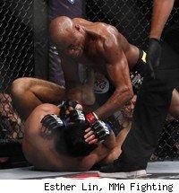 Anderson Silva TKOs Yushin Okami.
