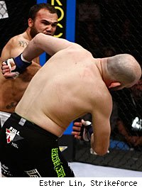 Robbie Lawler knocks out Matt Lindland.