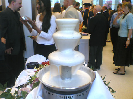 Ranch_dressing_fountain_medium