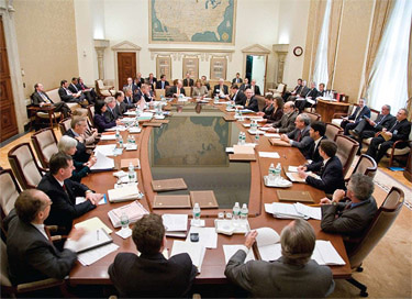 Federal_open_market_committee_meeting_medium