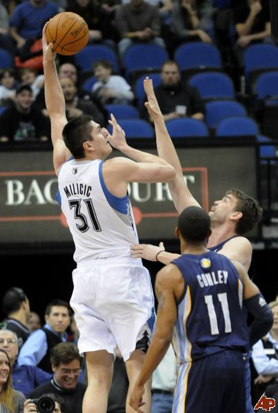 Darko-milicic-marc-gasol-mike-conley-2011-2-2-21-10-0_medium
